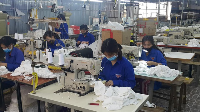 Thanh niên Nghệ An mượn xưởng may khẩu trang, chung tay phòng dịch Covid-19 - 4