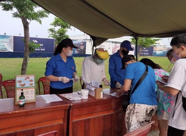 Đà Nẵng: Hàng trăm sinh viên tình nguyện phòng, chống dịch Covid-19 - 1