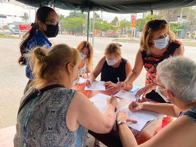 Đà Nẵng: Hàng trăm sinh viên tình nguyện phòng, chống dịch Covid-19 - 4