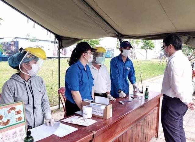 Đà Nẵng: Hàng trăm sinh viên tình nguyện phòng, chống dịch Covid-19 - 2