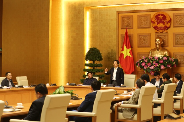 Người Việt cân nhắc kỹ việc về nước do di chuyển đường hàng không khó khăn - 1