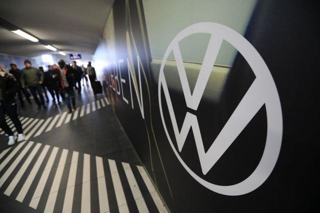 Tập đoàn ô tô lớn nhất thế giới ngưng hoạt động trên toàn châu Âu - 1