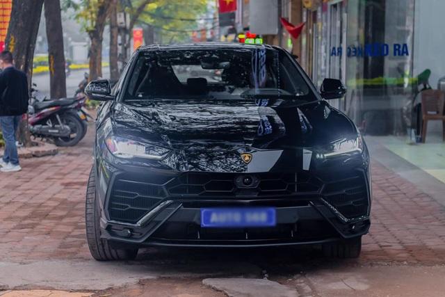 Đại gia Hà Nội chi 22 tỷ tậu Lamborghini Urus màu đen độc nhất Việt Nam - 1