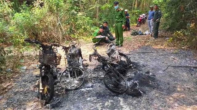 3 xe máy của cán bộ bảo vệ rừng bị thiêu rụi - 2