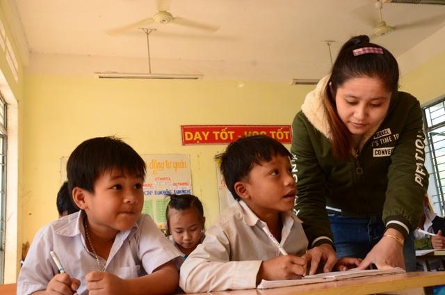 Quảng Ngãi: Liên tục thi tuyển vẫn thiếu hàng ngàn giáo viên - 1