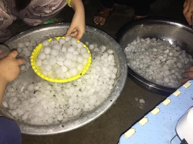 Hình ảnh mưa đá trắng xóa dội xuống Lào Cai - 4