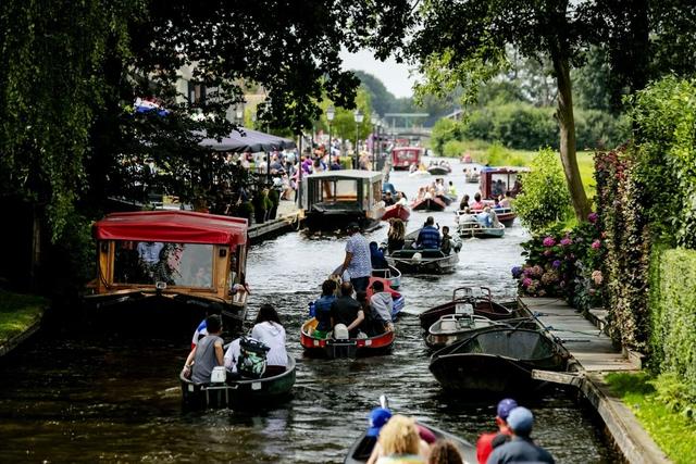 Ngôi làng cổ tích đẹp nhất thế giới, 700 năm chỉ đi lại bằng thuyền - 5