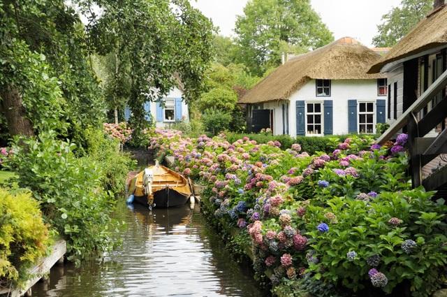 Ngôi làng cổ tích đẹp nhất thế giới, 700 năm chỉ đi lại bằng thuyền - 7