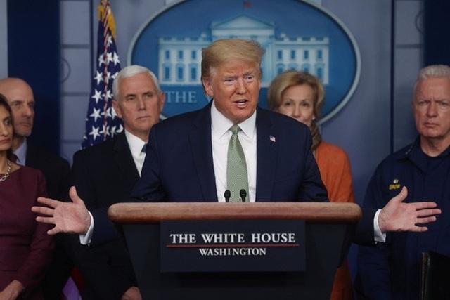Nước Mỹ trước viễn cảnh tê liệt vì Covid-19, ông Trump có kịp trở tay? - 1
