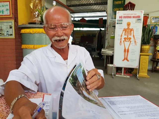 Lương y già mấy chục năm bốc thuốc miễn phí giúp người nghèo - 1