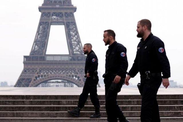 Pháp phạt tiền 4.000 trường hợp vi phạm lệnh phong tỏa trong ngày - 1