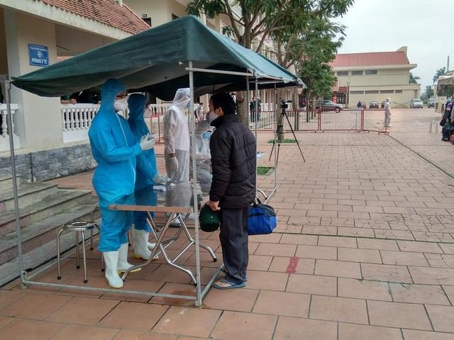Nghệ An tiếp nhận cách ly gần 200 người từ Lào về quê - 2