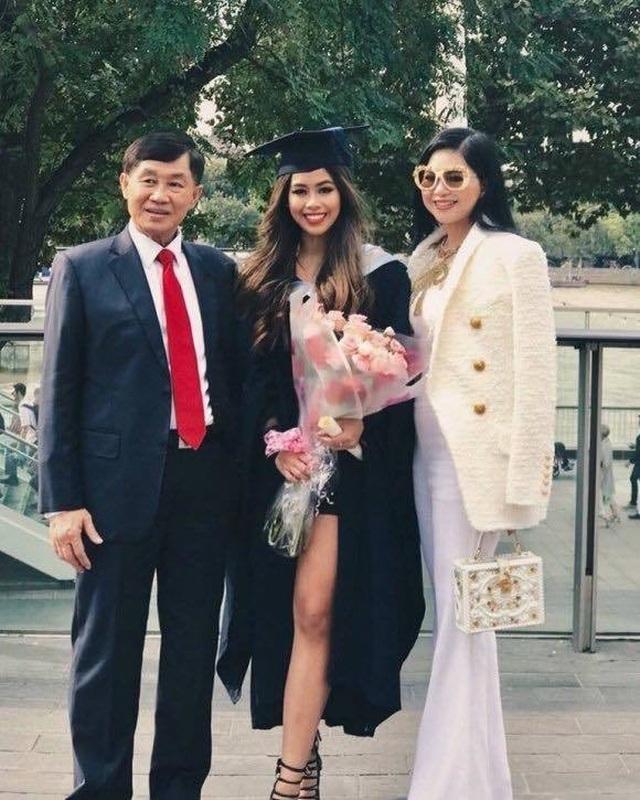 Bố mẹ tỷ phú của Tiên Nguyễn ủng hộ hơn 6 tỷ đồng chống Covid-19 - 1