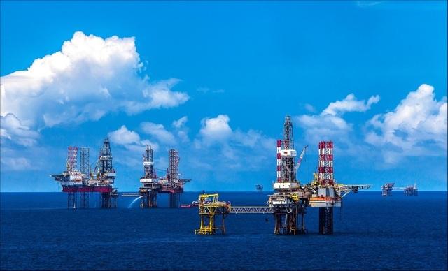 Giá dầu lao dốc, đối mặt tình huống chưa từng có - 1