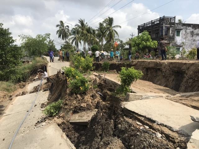 Những tuyến đường vỡ toác như động đất vì khô hạn - 2