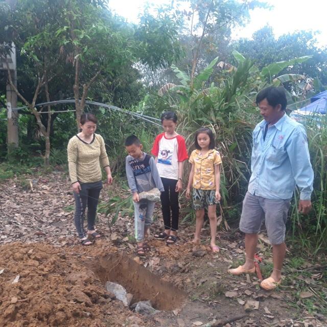 Mẹ con góa phụ nghèo được bạn đọc Dân trí giúp đỡ xây nhà mới - 3