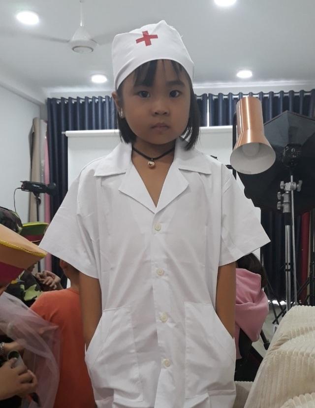Người mẹ cầu xin mọi người cứu con gái nhỏ ung thư máu mơ làm bác sĩ - 8