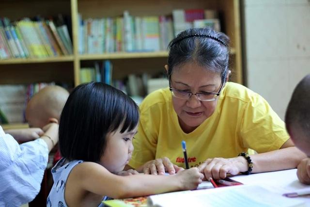 Người mẹ cầu xin mọi người cứu con gái nhỏ ung thư máu mơ làm bác sĩ - 9