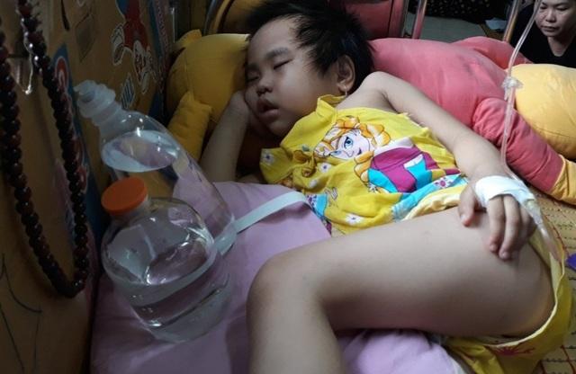 Người mẹ cầu xin mọi người cứu con gái nhỏ ung thư máu mơ làm bác sĩ - 5