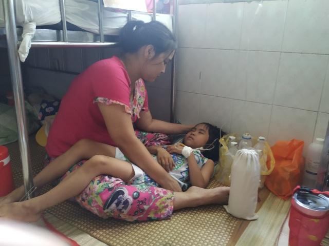 Người mẹ cầu xin mọi người cứu con gái nhỏ ung thư máu mơ làm bác sĩ - 3