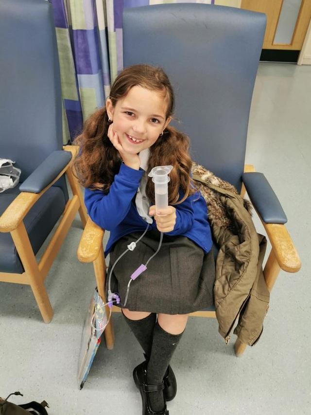 Mắc bệnh hiếm gặp, bé gái 10 tuổi gặp nguy hiểm mỗi khi đánh răng - 2