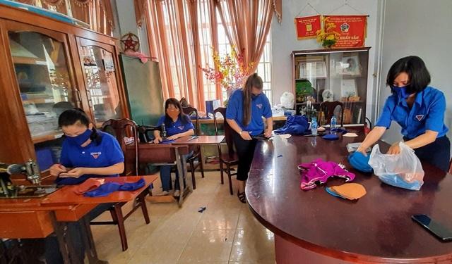Cần Thơ: Đoàn viên, thanh niên may hơn 5.000 khẩu trang vải chống Covid-19 - 3