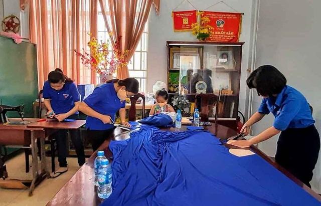 Cần Thơ: Đoàn viên, thanh niên may hơn 5.000 khẩu trang vải chống Covid-19 - 1