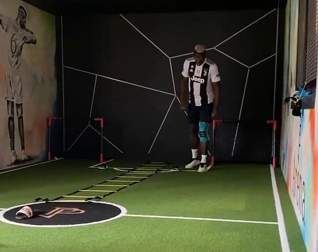 Pogba khiến cổ động viên Man Utd nổi giận vì mặc áo Juventus tập luyện - 1