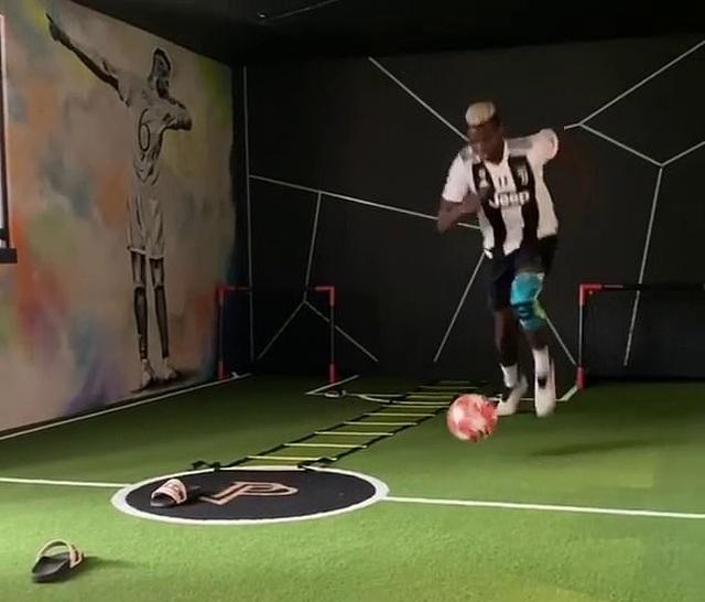 Pogba khiến cổ động viên Man Utd nổi giận vì mặc áo Juventus tập luyện - 2