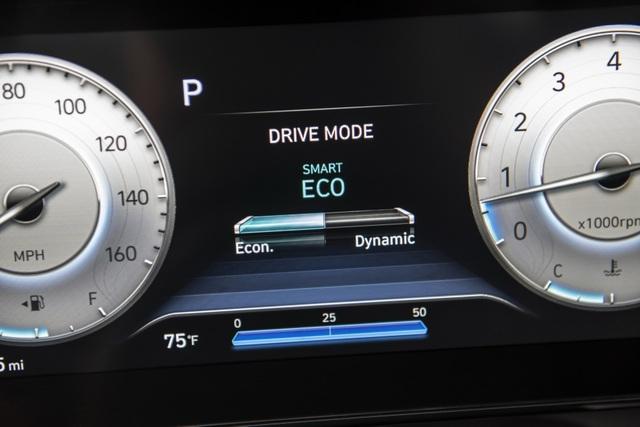 Cận cảnh Hyundai Elantra thế hệ mới vừa ra mắt - Làn gió lạ - 23