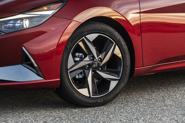 Cận cảnh Hyundai Elantra thế hệ mới vừa ra mắt - Làn gió lạ - 5