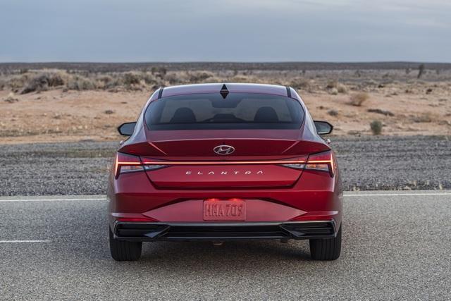 Cận cảnh Hyundai Elantra thế hệ mới vừa ra mắt - Làn gió lạ - 13