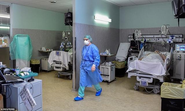 Bệnh nhân dạt xuống phía nam, bệnh viện Italia căng mình ứng phó dịch - 3