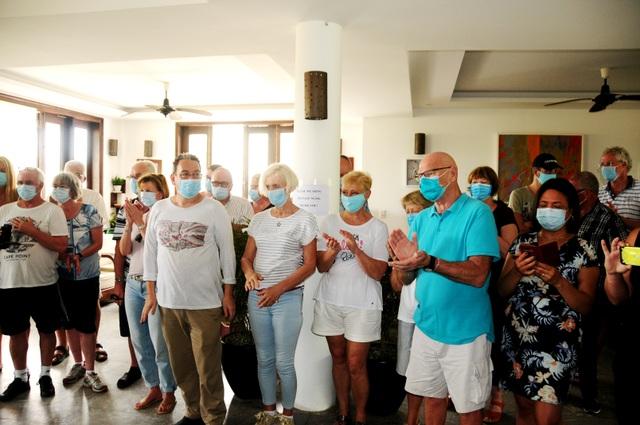39 du khách nước ngoài rời khu cách ly tại Hội An, lên đường về nước - 2