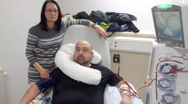 Chồng được cứu sống nhờ vợ tặng thận làm quà sinh nhật - 1