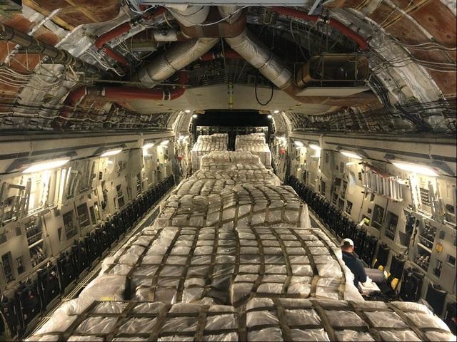 Mỹ chuyển 500.000 thiết bị xét nghiệm Covid-19 từ Italia về nước - 1