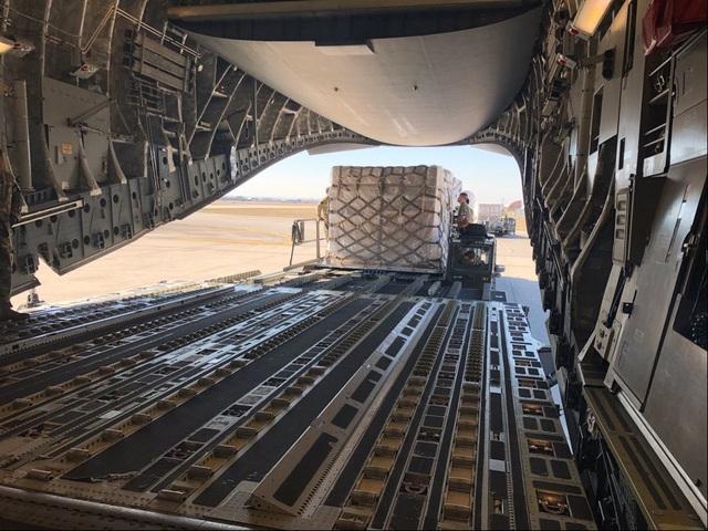 Mỹ chuyển 500.000 thiết bị xét nghiệm Covid-19 từ Italia về nước - 3