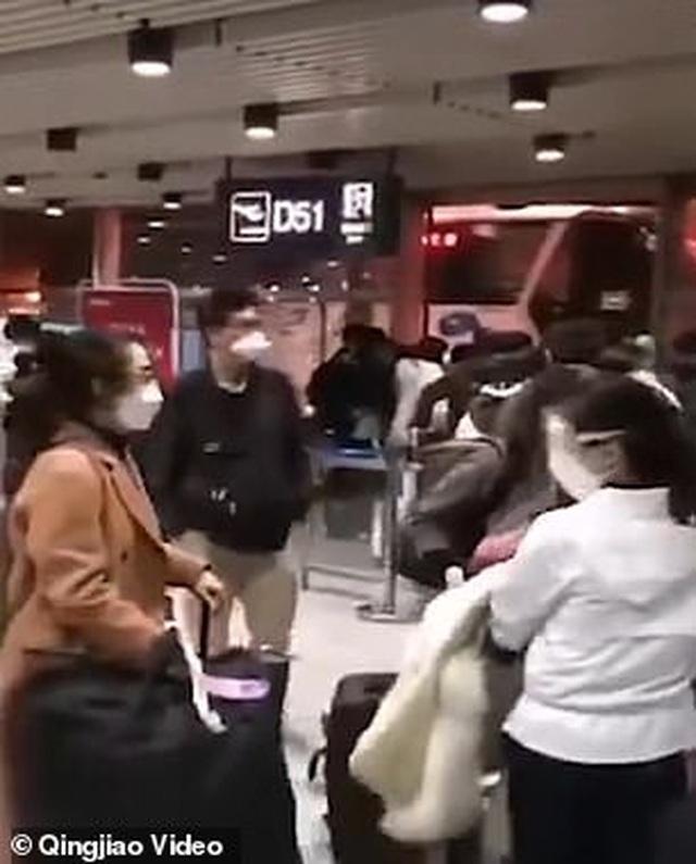 Giới nhà giàu Hoa kiều chi hơn 560 triệu đồng về Trung Quốc tránh dịch - 2