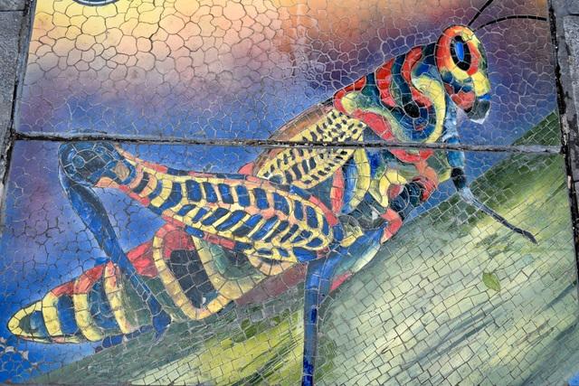 Hà Nội: Biến nắp cống, nắp hố ga thành tranh gốm rực rỡ sắc màu - 4