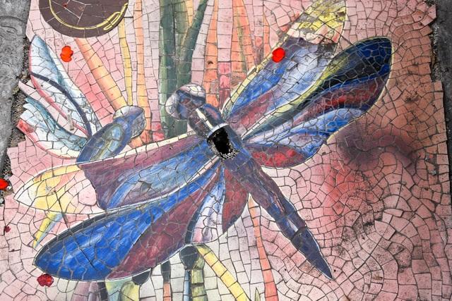 Hà Nội: Biến nắp cống, nắp hố ga thành tranh gốm rực rỡ sắc màu - 9