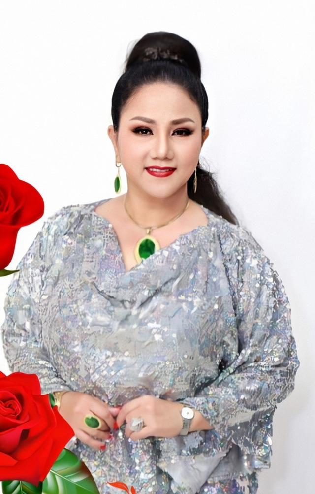 """Ca sĩ Ngọc Ánh và Xuân Hương """"ship hàng"""" bằng… gậy để tránh dịch - 7"""