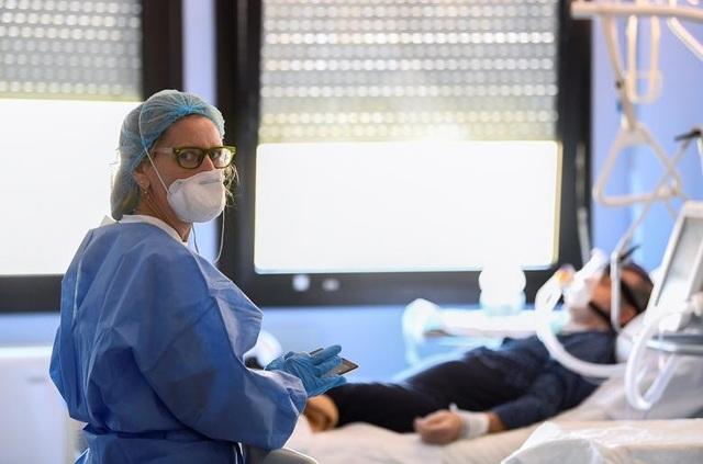 Bác sĩ Italia đau lòng khi nhìn bệnh nhân Covid-19 qua đời trong đơn độc - 1