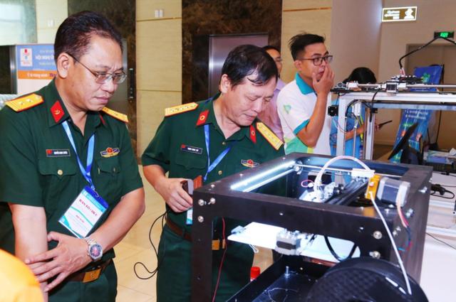 Thử nghiệm robot khử khuẩn phòng cách ly Covid-19 - 1