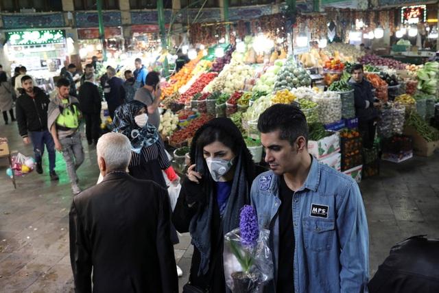 Hàng triệu người Iran xuống đường đón năm mới bất chấp dịch Covid-19 - 1
