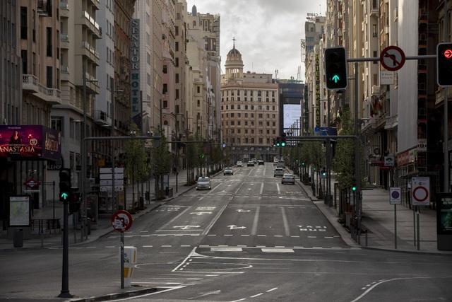 Những ngày đường phố Châu Âu vắng lặng...