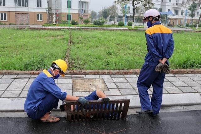 Chuyện nguy hiểm của những công nhân cống ngầm ở Hà Nội - 1