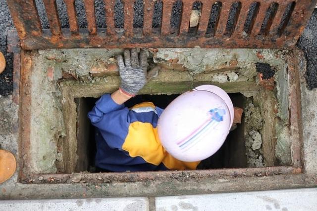 Chuyện nguy hiểm của những công nhân cống ngầm ở Hà Nội - 2