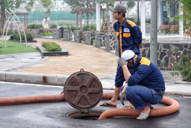 Chuyện nguy hiểm của những công nhân cống ngầm ở Hà Nội - 3
