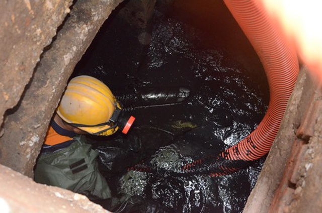 Chuyện nguy hiểm của những công nhân cống ngầm ở Hà Nội - 5