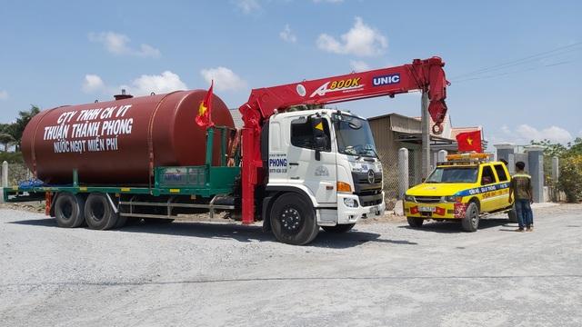 """Xe cứu hộ chở nước ngọt miễn phí """"giải khát"""" cho vùng hạn mặn - 4"""